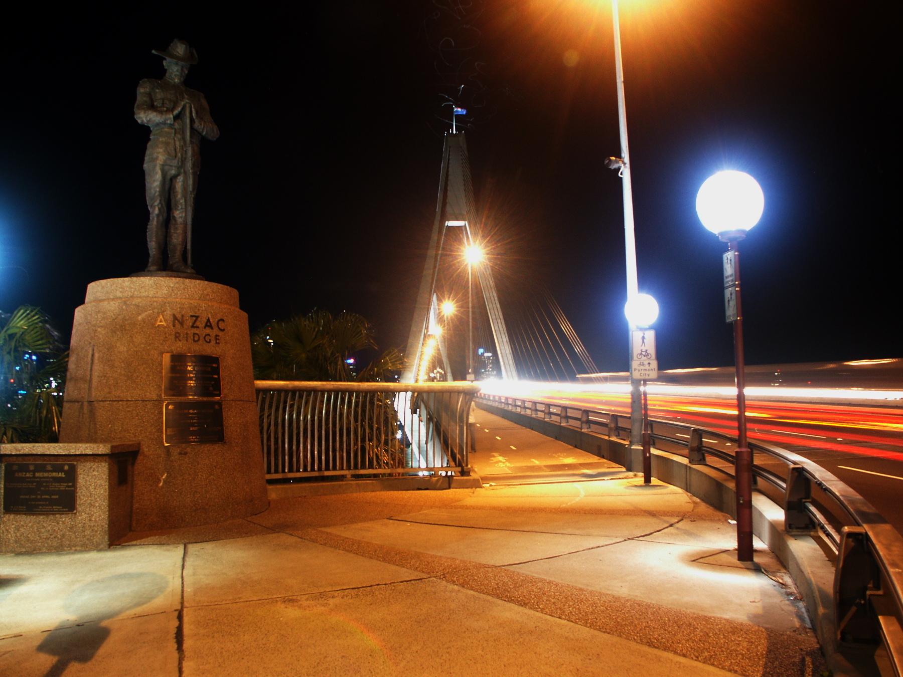 Installation of Anzac Digger on Anzac Bridge